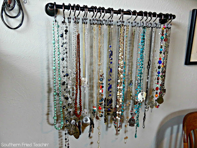 Attention jewelry lovers! Here is an easy DIY idea to organize your jewelry. This is a super simple organization tool for your bedroom, and it looks great too! Looks like a work of art on your wall! Home decor and organization all in one!